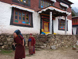 lawudo gompa nepal tibetan buddhist meditation retreat center